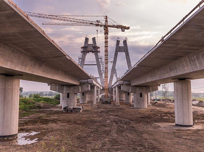 une-heure-pour-poser-un-pont-de-2000-tonnes-sur-le-chantier-eole